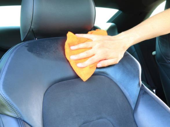 pulire la pelle auto
